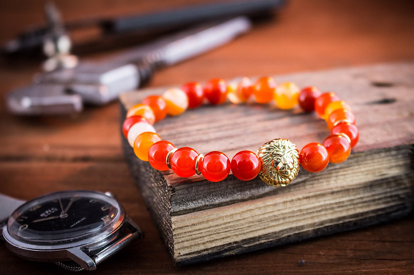 Orange agate beaded stretchy bracelet with gold lion