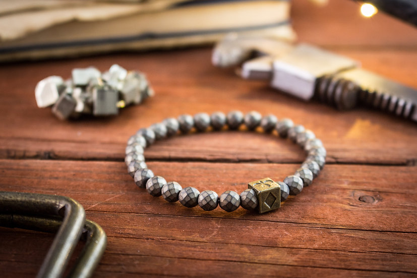 Faceted hematite beaded stretchy bracelet with poker bead