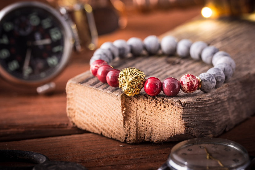 Light gray picaso stone & red regalite beaded stretchy bracelet with gold lion