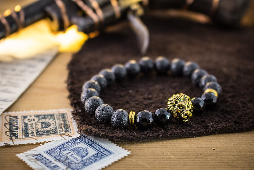 Lava stone & faceted onyx beaded stretchy bracelet with gold Lion