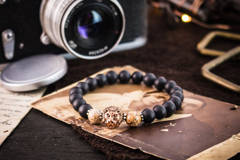Matte black onyx beaded stretchy bracelet with rose gold lion
