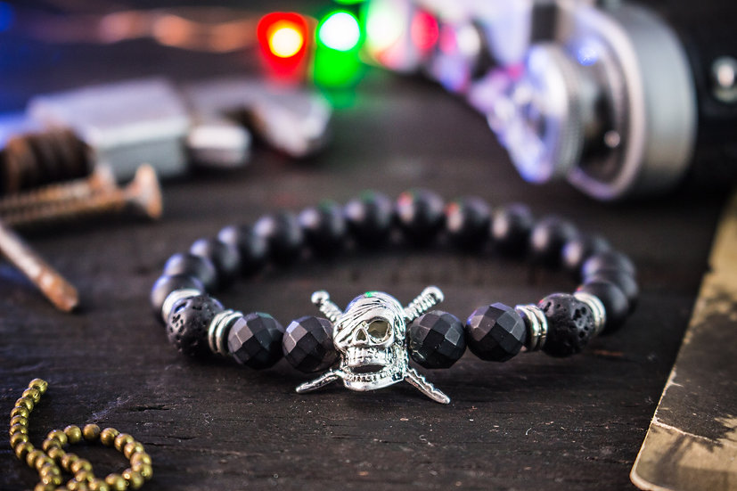 Matte black onyx beaded stretchy bracelet with pirate skull