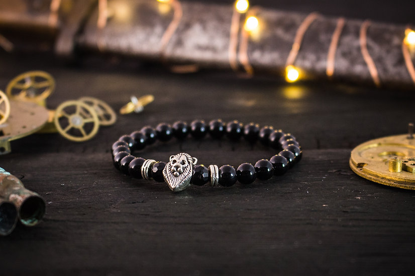 Black onyx beaded stretchy bracelet with silver lion