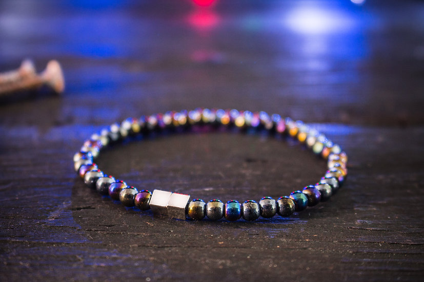 Multicolor beaded stretchy men's bracelet with silver cubes