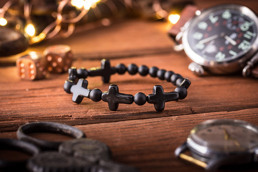 Black onyx beaded stretchy bracelet with black crosses