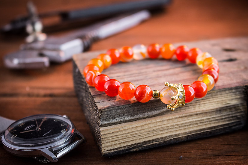 Orange agate beaded stretchy bracelet with gold crown