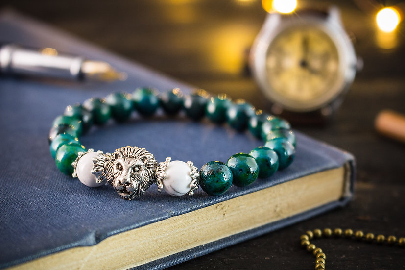 Greenish chrysocolla beaded stretchy bracelet with silver lion