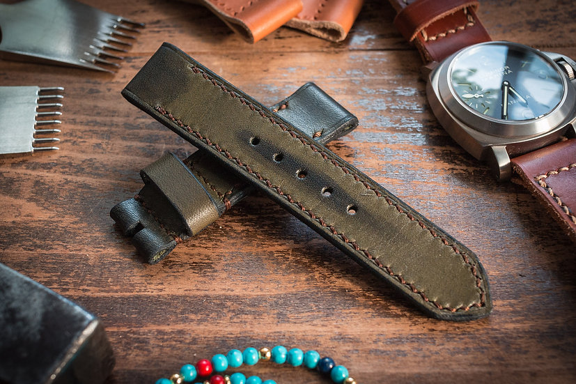 Antiqued handmade 22mm military green leather strap 130/81mm, for diver watches