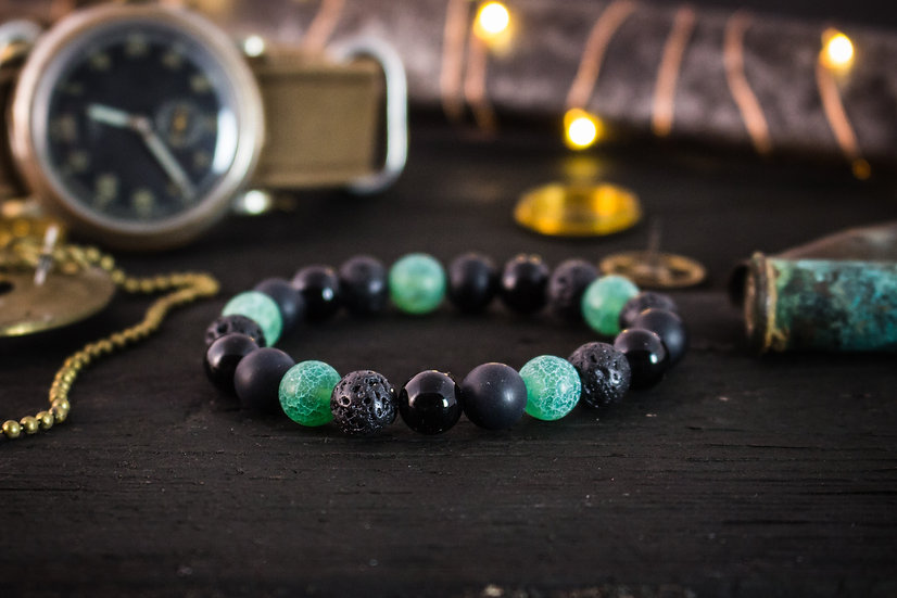Crackle green agate, onyx and lava stone beaded stretchy bracelet