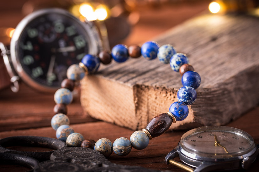 Light & deep blue regalite beaded stretchy bracelet with wooden beads