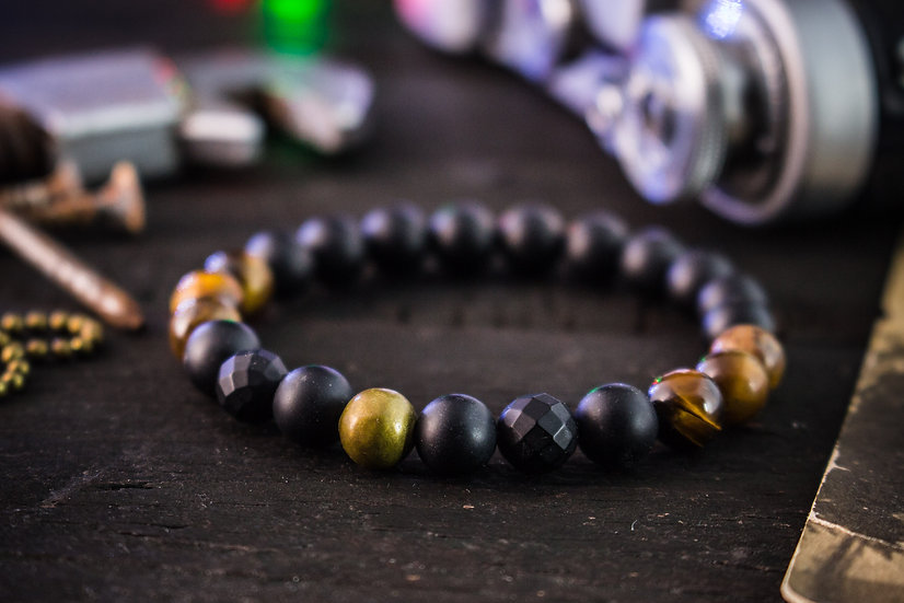 Matte black onyx and tiger eye beaded stretchy bracelet with bronze ball
