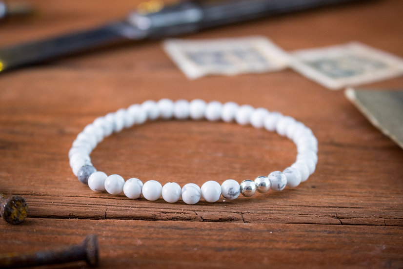 White howlite beaded stretchy bracelet with sterling silver beads