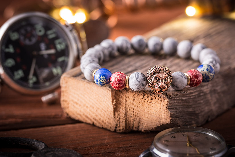 Light gray picaso stone & regalite beaded stretchy bracelet with rose gold Lion