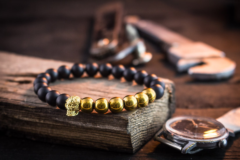 Black onyx beaded stretchy bracelet with gold skull