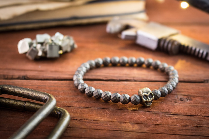 Faceted hematite beaded stretchy bracelet with bronze skull