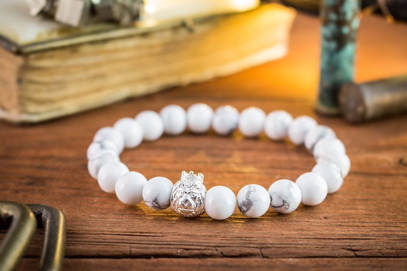 White howlite beaded stretchy bracelet with sterling silver Lion