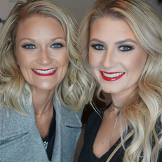 BLONDE blue 👀💁🏼 eyed BOMBSHELLS!!!! With their matching red lips 💋💄 and 👉🏼👉🏼silver and gold sparkley eyeshadows 😍☺️☺️