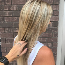 Hello 👋🏼 blondie 😍😍! Lightened her up with _schwarzkopfusa blondme and did a root tap with _redken shades 7n 7p and glossed all over with 9v
