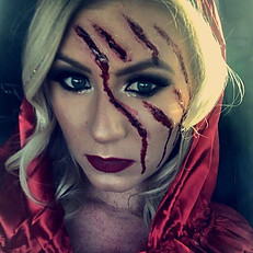 💃🏻👠Little Red Riding Hood👠💃🏻Makeup selfies 👉🏼👉🏼 swipe for her costume