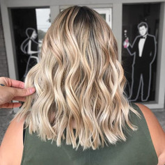 Y'all I'm obsessed with rooted blondes !