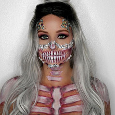 Day 18 of 31_ bedazzled half skull 💀 fo