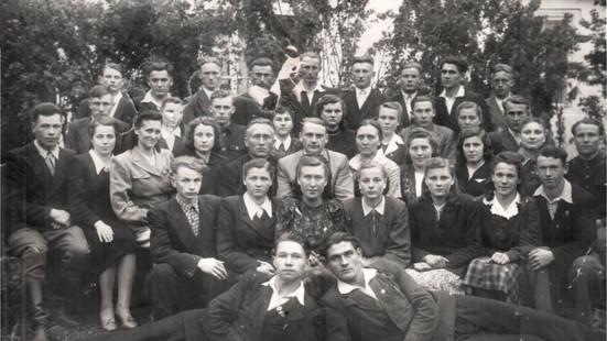 1 выпуск Кремяницкой СШ_1952_1953 уч г.j