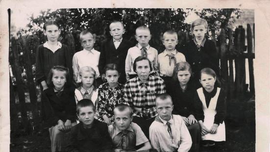 Острововская школа_3 класс_1957 год.jpg