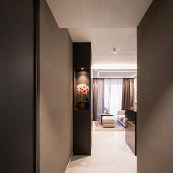 Le Quest I | Entrance Hallway