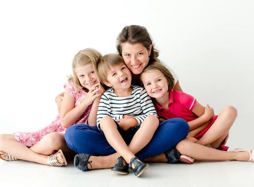 Séance photo famille au studio - Photographe famille Nantes