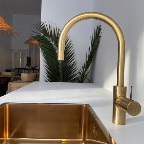 kitchen by INTERIOR EL POP