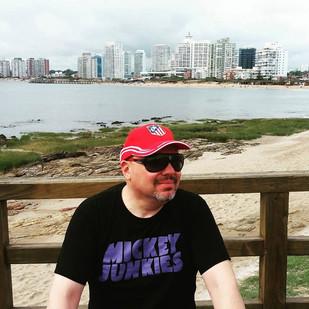 Cesar Gavin com Mickey Junkies