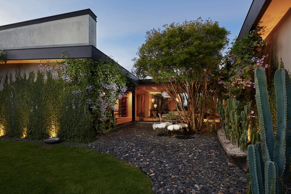 Casa-patio-con-piedras