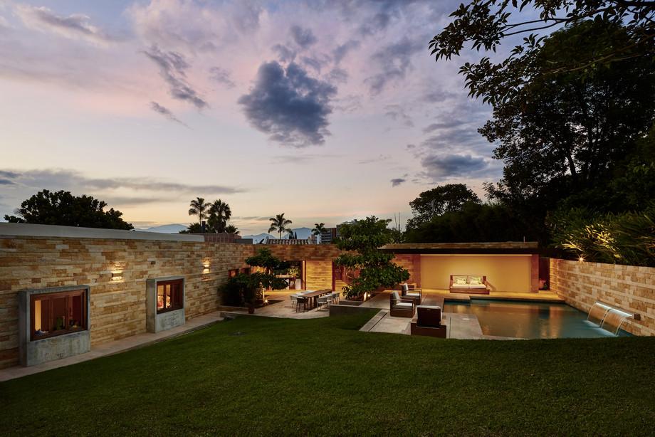 Finca Aviñon, Medellín, Antioquia, FR Arquitectura