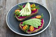 Avocado & Rode Biet Hummus