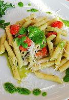 Pasta con pesto di rucola e pomodorini.j