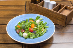 Фелд салата с три вида чери домати