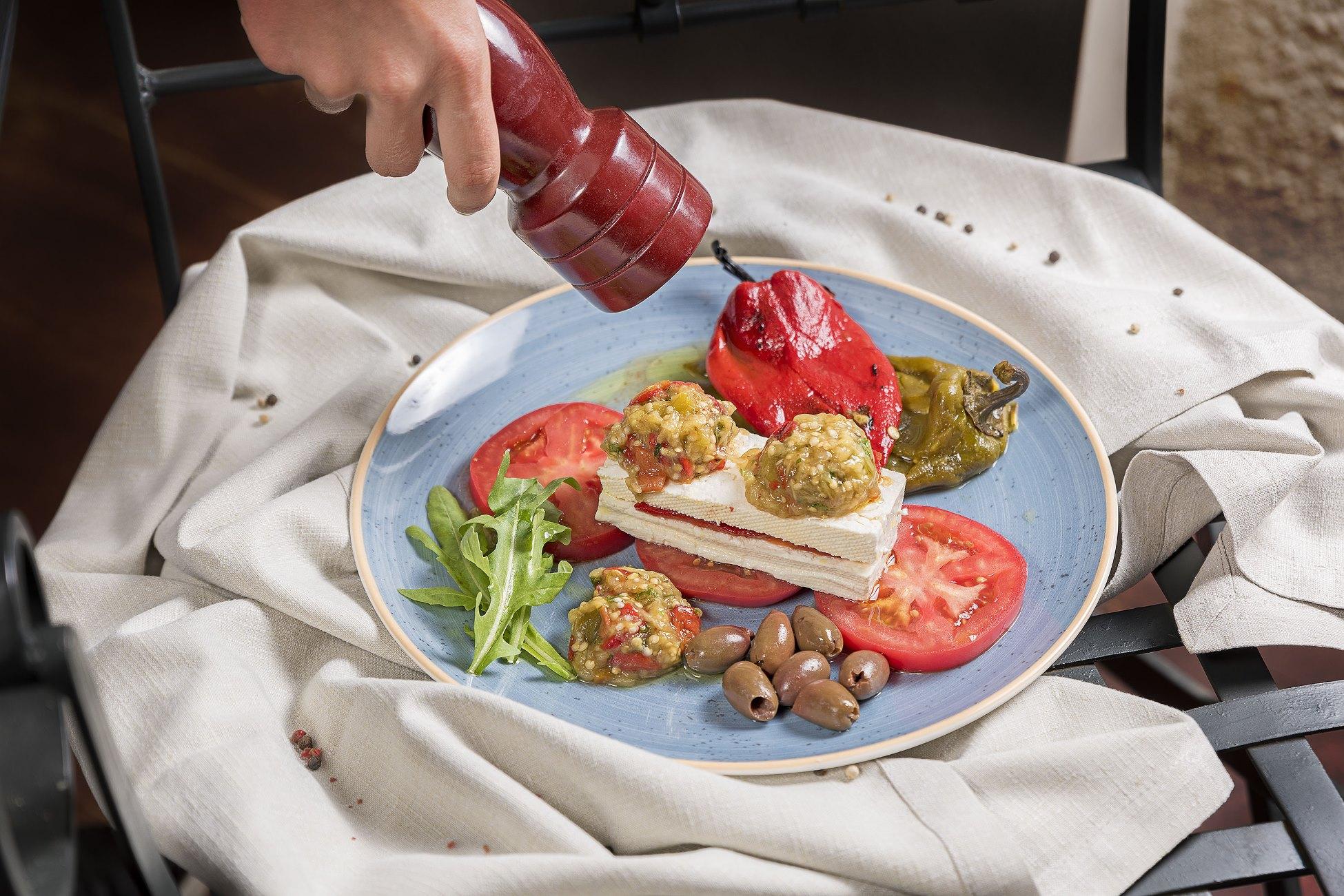 traditional_bulgarian_salad