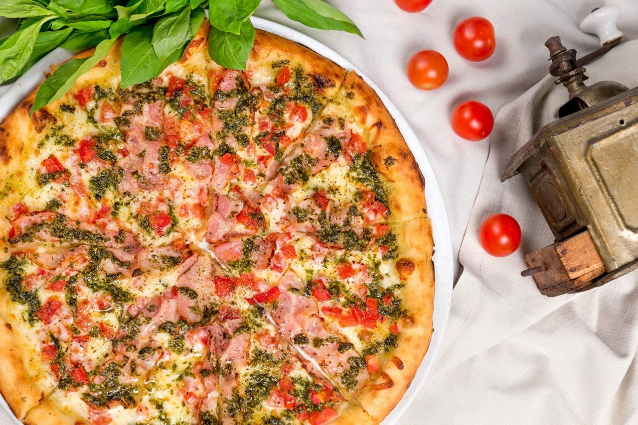 Пица кон панчета