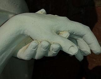 hands-683950_640.jpg