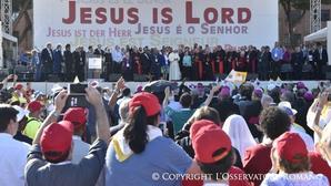 Papa Francisco faz vigília de Pentecostes com a Renovação Carismática