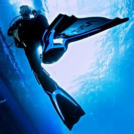 Tusa HyFlex Switch Fins - Underwater
