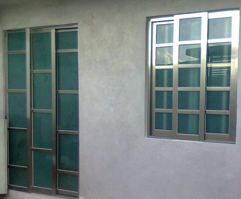 Vidrio aluminio cristales puerta y ventana color champagne for Colores ventanas aluminio lacado