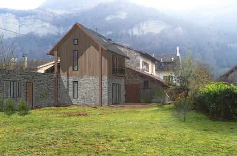 Réhabilitation d'une grange en pierre et extension pierre et bois Insertion du projet dans son site