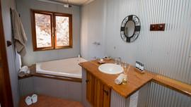 172207_0253 Timber cottage bathroom.jpg