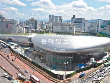 [동아일보/ Dong-a Ilbo] 2013. 3. 27 <한국의 현대건축 4> 세계적 명성 건축가들, 한국에만 오면 명작 아닌 졸작