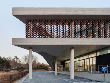 [dezeen] Moveable wooden screens are set into concrete facades of Mokyeonri Wood Culture Museum