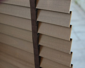 The horizontal slats of the wooden Venetian timber blinds can dye into many colors so that you can align your timber shades with your tastes and design preferences and they come in two sizes of 35 mm and 50 mm.