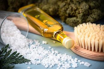 Anticellulite massage. Brush, salt and o