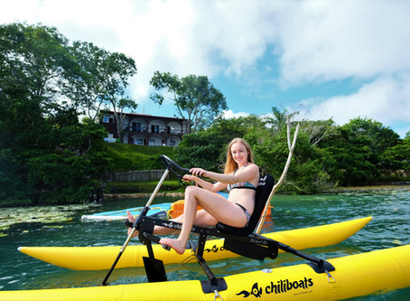 Bicicleta acuática, la nueva manera de recorrer la laguna de Bacalar.
