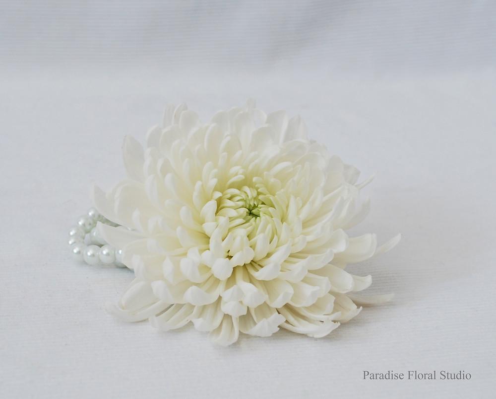 Wrist corsage, white, weddidng, cremon, paradise floral studio